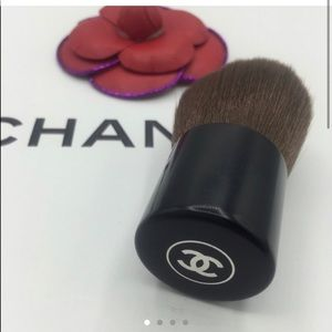 New 🔥 CHANEL LE PETIT KABUKI POWDER BRUSH b